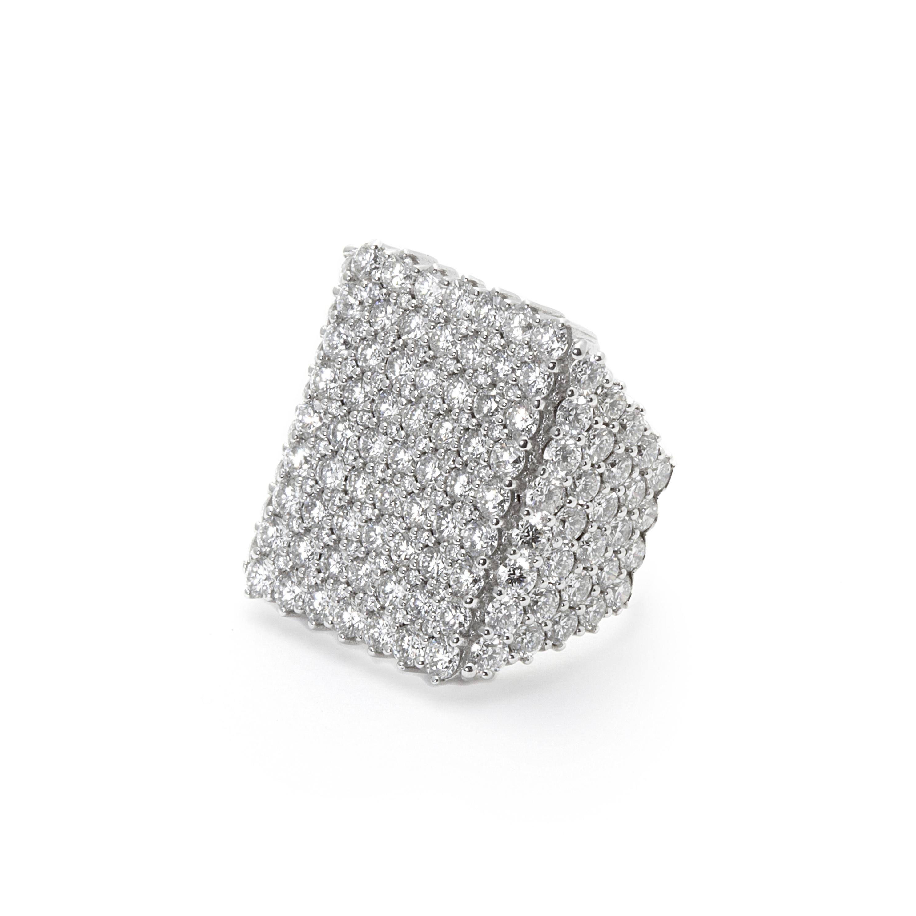 8 Anillo sello oro blanco y diamantes